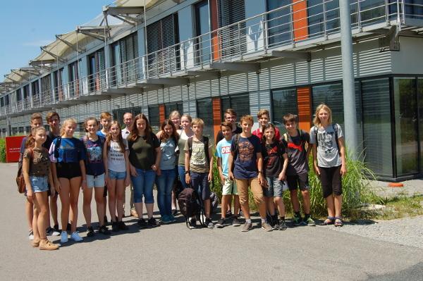 Schülerinnen und Schüler der 8. Klasse des Riemenschneider Gymnasium Würzburg am ZAE Bayern