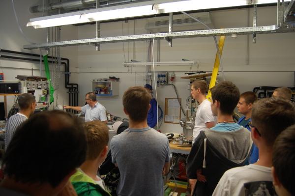 Maschinenbauer für Energie- und Gebäudetechnik der 11. Klasse besuchten das Energie Efficiency Center und seine Ausstellung im Info-Center KLIMA-UMWELT-ENERGIE am ZAE Bayern in Würzburg
