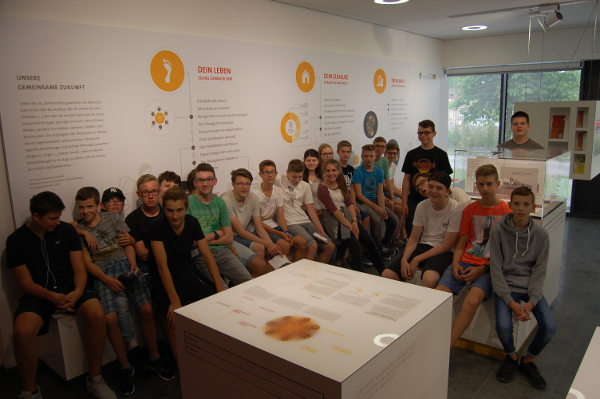 ZAE Bayern - SchülerInnen des Humboldt Gymnasiums Schweinfurt besuchten das ZAE Bayern in Würzburg