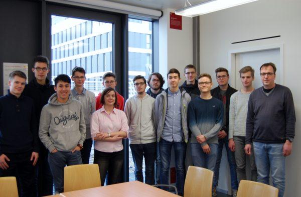 Schüler des P-Seminars der Energiewerkstatt des Hans-Seidel-Gymnasiums Hösbach besuchten das ZAE Bayern in Würzburg