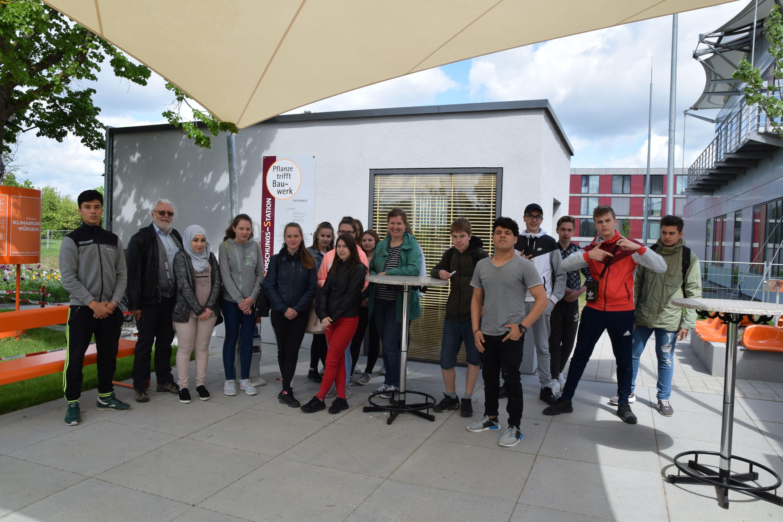 Schülerinnen und Schüler der Mittelschule Heuchelhof besuchten im Rahmen der Landesgartenschau 2018 – Schule im Grünen die Klima-Forschungs-Station