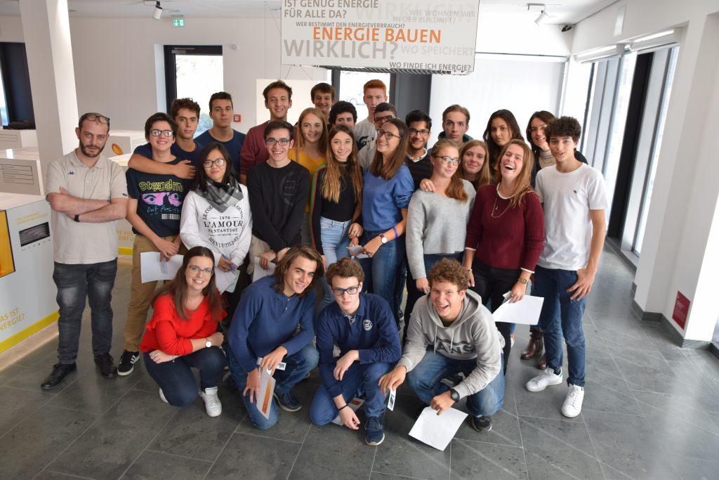 Besuch am ZAE Bayern - Schülerinnen und Schüler aus Mailand
